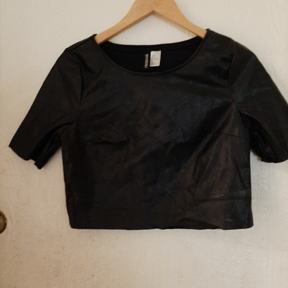 Divided Tops - Black faux leather top Divided polyester
